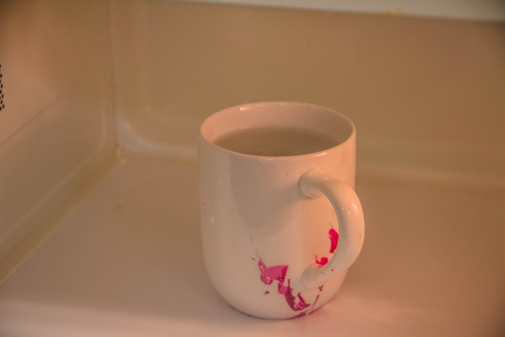 Cheap mug in microwave